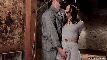 奴隶肛门用棒上的旋钮抽