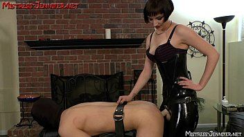 Dominatrix vera makes serf twist to femdom cruelty